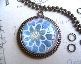40pc DIY Antique Pendant Necklace Kit...40 Antique Pendant Settings..40 Glass Domes...40 Jumprings...40 Ball Chains