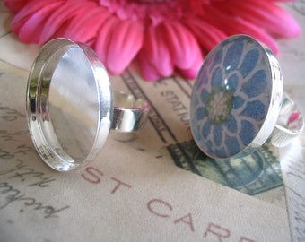 50 Silver Adjustable Ring Trays. Size 25mm inside.