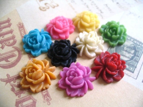 10 Assorted 18mm Rose Resin Flower Cabochons.