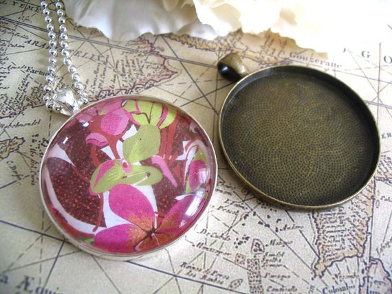 10pk...38mm Circle Pendant Trays ....Mix and Match Colors. Antique Brass and Silver