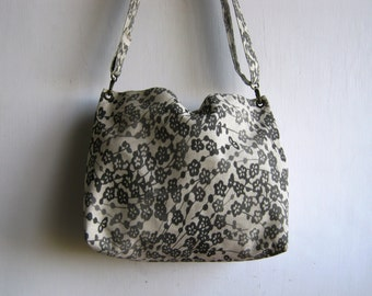 Grey flowers tote