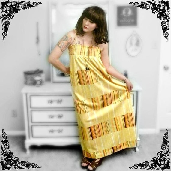 Vintage 'Swinging London' Hippie Mega-Maxi Dress in Pale Yellow with Stripes - Size S/M/L