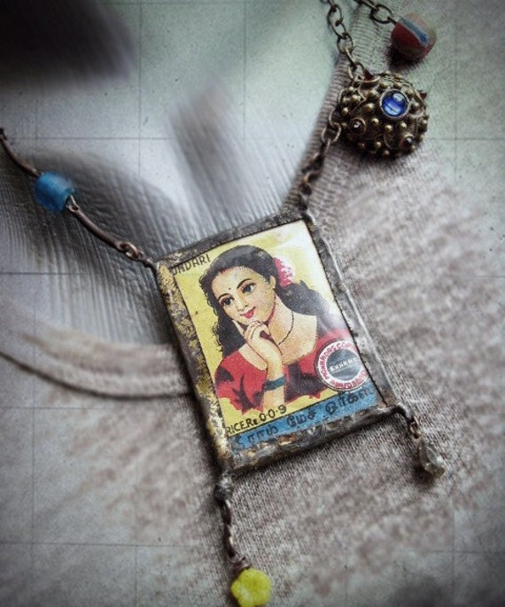 Snow White. Tin Bezel and Matchbox Label.