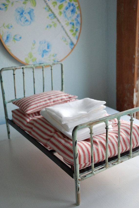 old fashioned Blythe Bedding Set mattress sheets pillow