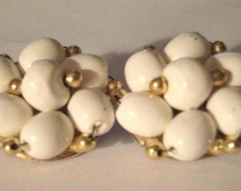 Vintage Clip On Earrings - White and Gold - Beaded Clip On Earrings - Vintage Earrings - Bridal Jewelry - Costume Jewelry - Beaded Earrings