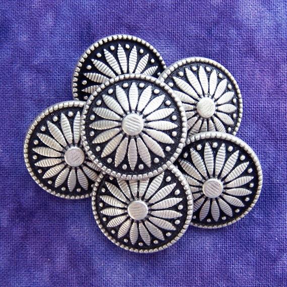 "vintage metal buttons Southwestern Marguerite flowers 3/4"" x6"