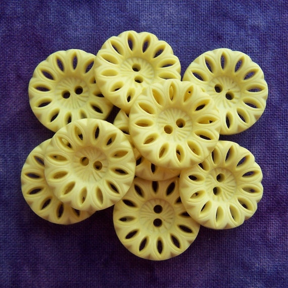 """vintage sewing buttons 60s Yellow Blooms pierced 5/8"""" x9"""