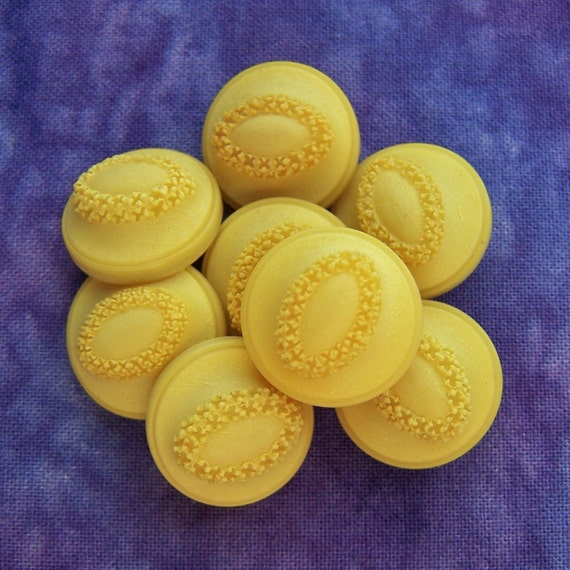 """vintage shank buttons Yellow Mods egg wreaths 5/8"""" x8"""