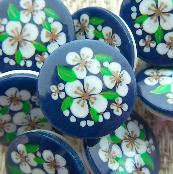 """vintage shank buttons White Alpine Flowers on blue 1/2"""" x8"""