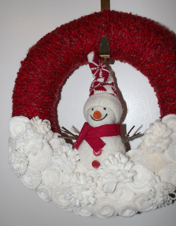 Winter Snowman Wreath, Felt and Yarn Wreath, Red and Off White, 12 inch size