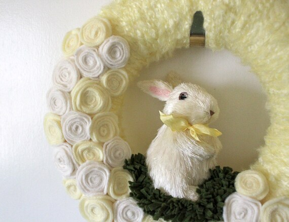 Bunny Wreath, Yellow Wreath, Nursery Wreath, 12 inch size