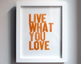 Live wat je liefde boekdruk Print in oranje
