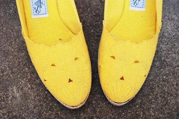 SALE vintage 80s Espadrille Shoes - Sunshine Yellow Embroidered Cutout Espadrille Wedges Sz 8.5