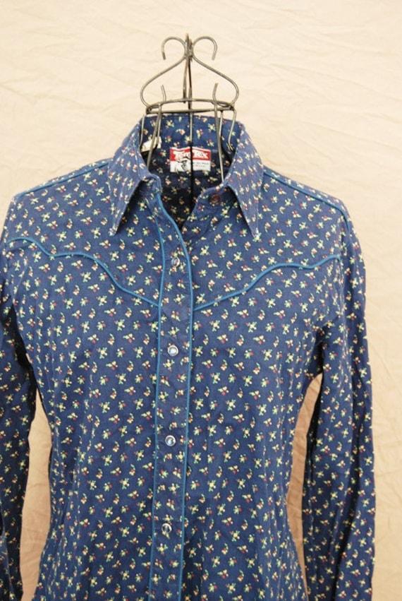SALE vintage Western Blouse - 70s Blouse - Navy Blue Floral Calico Shirt Sz M L