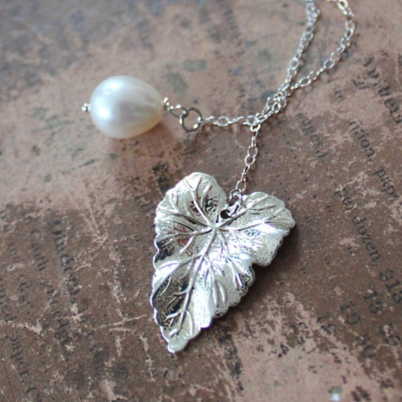 Small Silver Vine Leaf Lariat with Pearl Drop