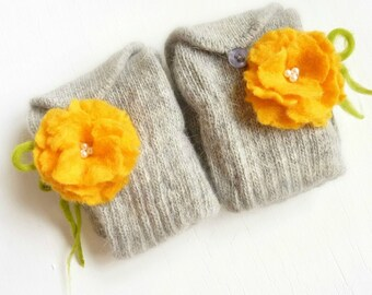 Angora Gloves in Light Grey  with Yellow Flowers