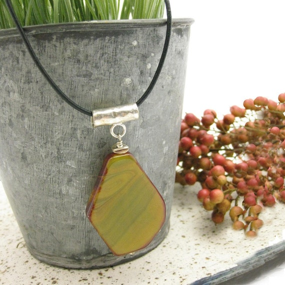 Agate and Leather Necklace in Sterling Silver / Geometric / Hammered Silver / Sliced Stone