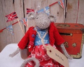 Jubilee knitted mouse - Belle