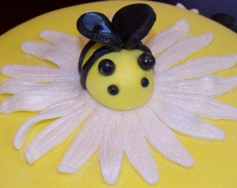 Edible Sparkly Fondant Bees and Large Sparkly Daisy Cake Decorations