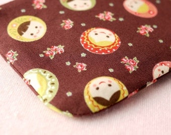Petite Girl Mini Zipper Pouch (Brown)