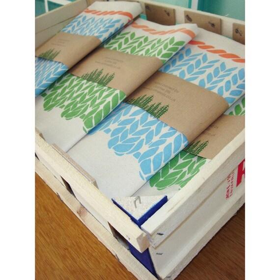 Tea Towel - Knitting Pattern (green & coral)