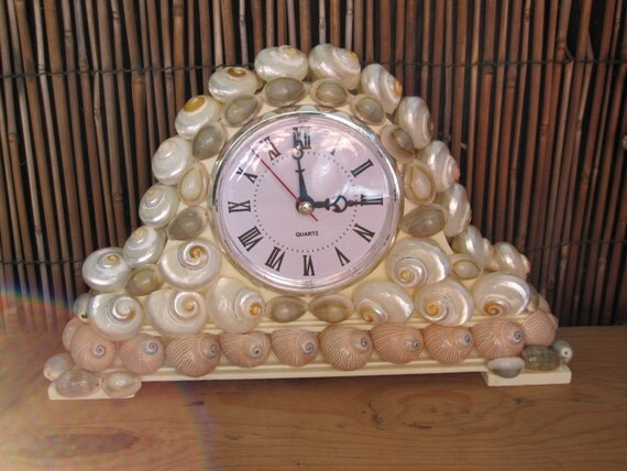 Seashell clock