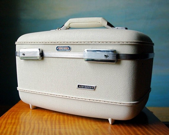 Vintage Train Case \/ Suitcase