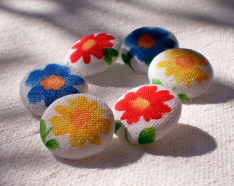 Fabric Buttons, Cheerful Flowers, 6 Small Red, Yellow, Blue and White Floral Fabric Covered Buttons, Fabric Button, Sewing Clothing Knitting