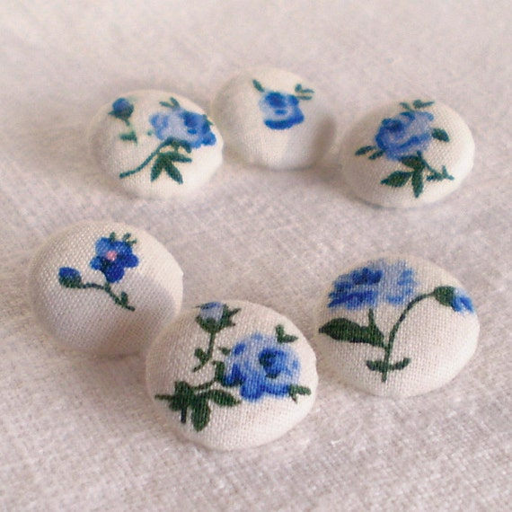Fabric Covered Buttons - Blue Roses - 6 Small Blue Flowers on White Fabric Buttons, Fabric Button, Sewing Clothing Knitting, Quilting