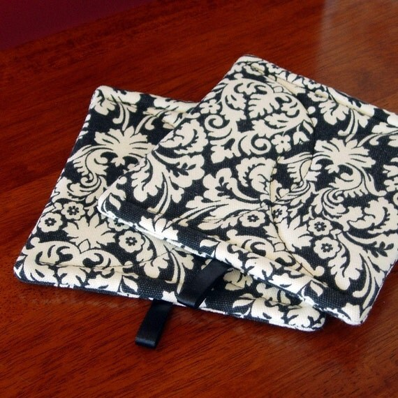 Pot holders | Black and white Damask | Fabric potholders | Hot pads | Potholder set | Hot pad set - Made to order