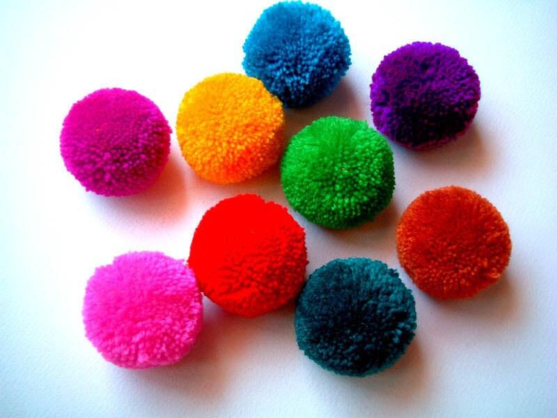 yarn pom pom handmade pom pom yarn ball bead pink green. Black Bedroom Furniture Sets. Home Design Ideas