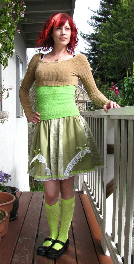 Green Vintage inspired Green Renaissance print skirt with lace y bows