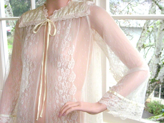 """Rare Vintage 1970's / 1980'sQuilted Satin and Lace Bed Jacket Gunne Sax """"Gunnies"""" by Jessica McClinock"""