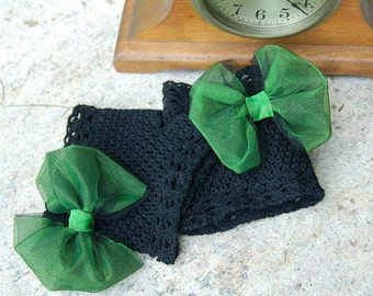 Black fingerless crochet lace gloves with green bow