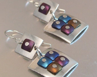 GRADATION EARRINGS with Extra Square