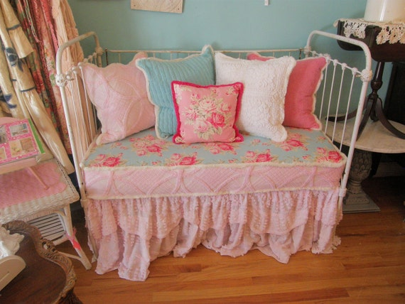 Antique Chic Shabby Daybed Loveseat Vintage Chenille