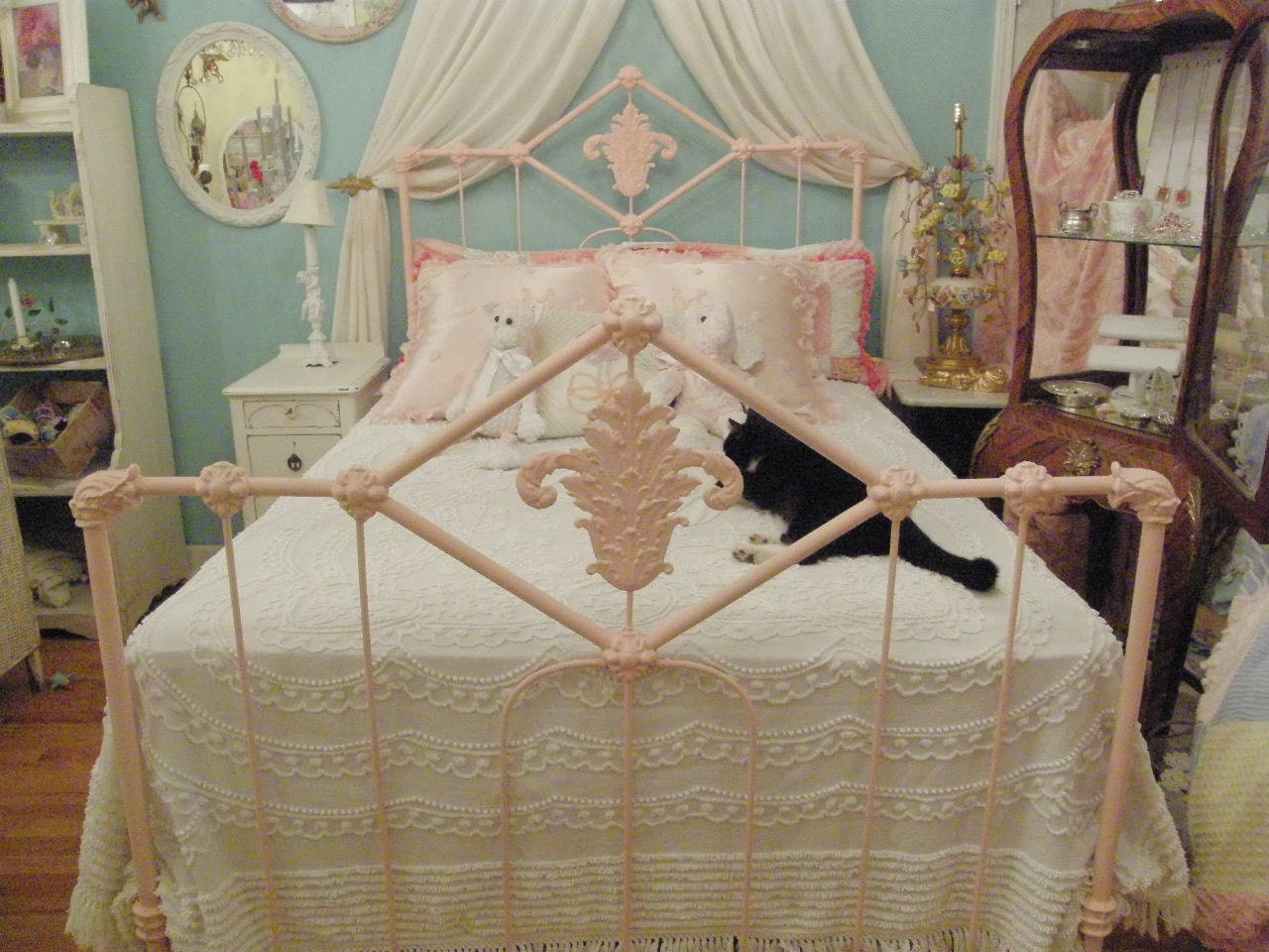 shabby chic antique bed frame pink wrought iron full double. Black Bedroom Furniture Sets. Home Design Ideas
