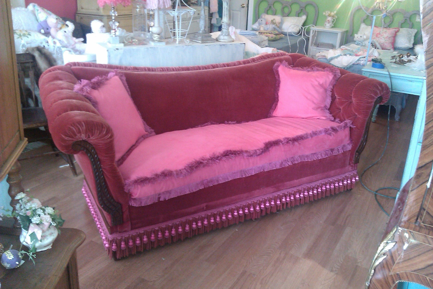 antique sofa couch shabby victorian chic red velvet vintage. Black Bedroom Furniture Sets. Home Design Ideas
