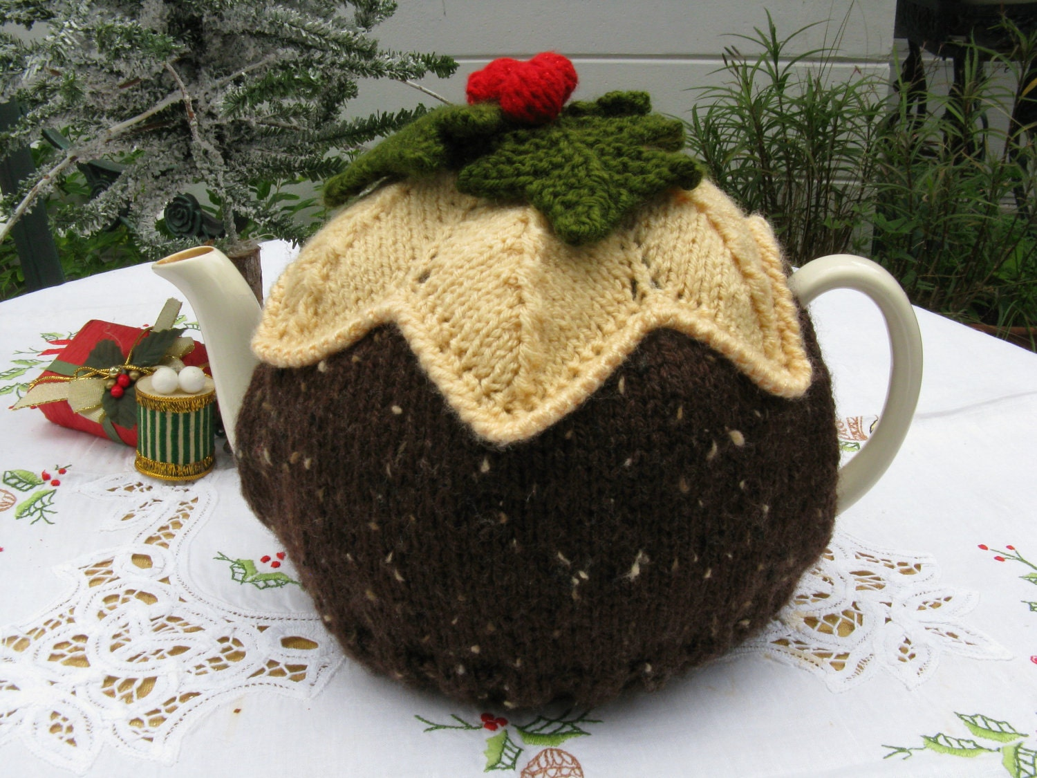 Christmas Pudding Tea Cosy Hand knitted