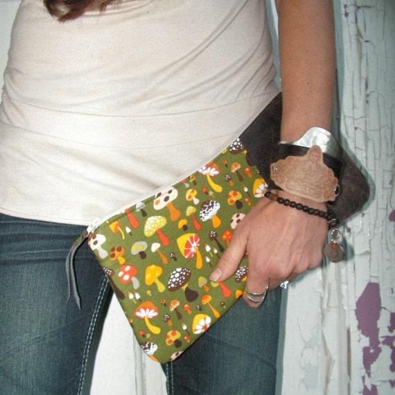 SqueezE Clutch Handbag - Wild Mushroom Purse, Green Bag with Mushroom Print