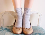 Prim and Proper Vintage 50s Creamy Caramel Brown Close Toe Kitten Pumps Heels 7