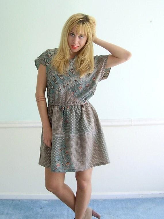 Ethnic Printed Sage Green Vintage 70s Short Sleeve Mini Summer Dress MEDIUM Petite