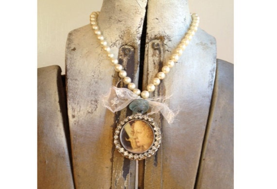 Pearl and Lace Venus Necklace - SALE