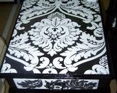Endtable black and white