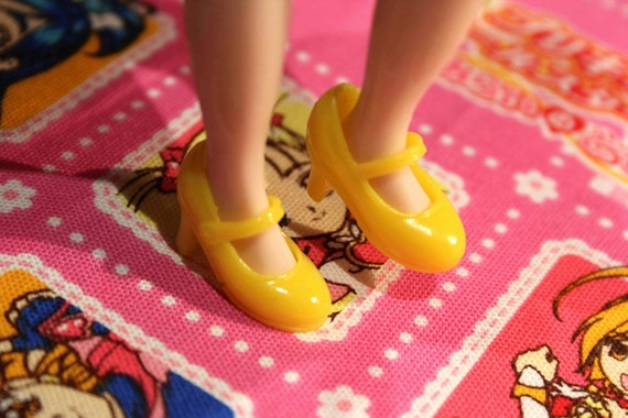 Blythe and Pullip Yellow High Heeled Mary Jane shoes