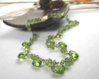 SALE, Peridot Gemstone Choker Necklace, Classy Feminine Stylish Choker,Colorful August Birthstone Classy Necklace,14K Yellow Gold Clasp 9233
