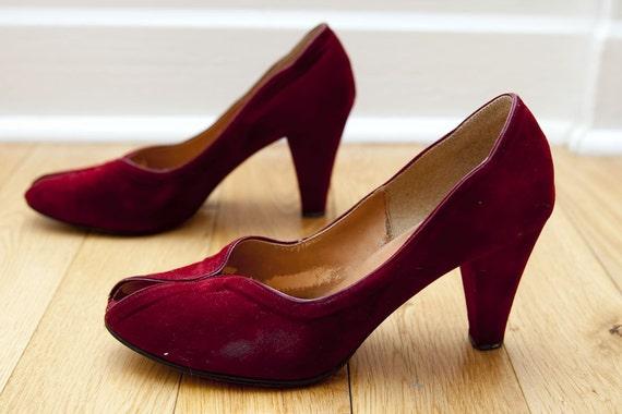 Lovely Red Velvet 40s Peep Toe Heels - Size 9