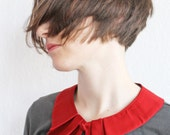 Bubi Kragen in rot mit Falten Knopf Red collar whit covered knob and pleated detail - espendru