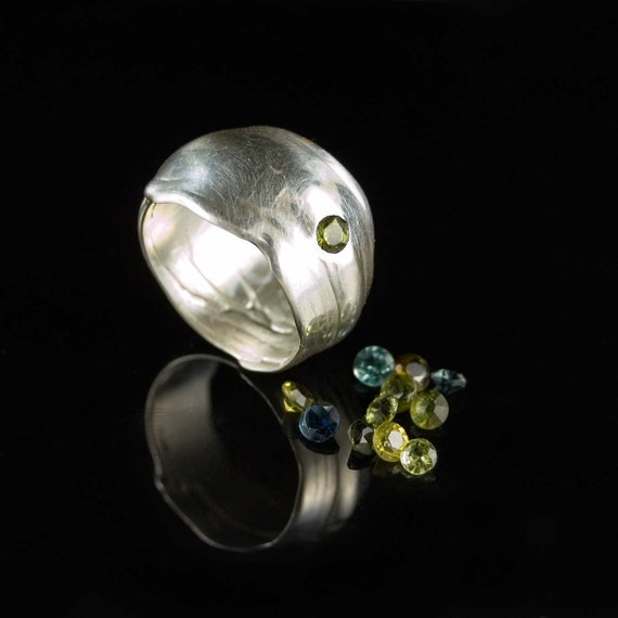 Flow Silver Ring with natural Green Tourmaline