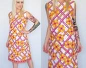60s Mod Shift Dress // Vintage 60s Floral Pink Mod Twiggy House Shift Dress M